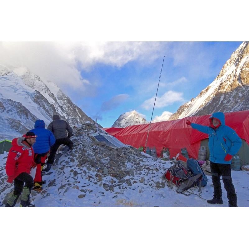 Nuestra antena en el campamento base del K2
